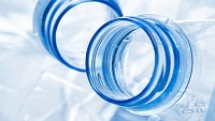 Со следующего года могут запретить торговлю алкоголем в пластиковой таре объемом более одного литра