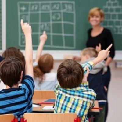 Право педагогических работников на установленные законом гарантии зависит от наличия у работодателя лицензии