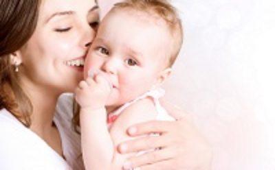 Пока мать находится в отпуске по беременности и родам, другому лицу не может выплачиваться пособие по уходу за тем же ребенком