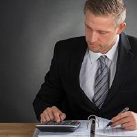 Разъяснено, когда налоговики вправе запросить информацию о поступлениях на карту физлица
