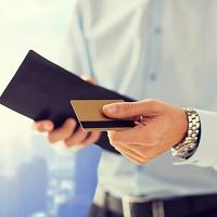 Работодатель не вправе в одностороннем порядке удерживать с сотрудника стоимость перевыпуска зарплатной карты