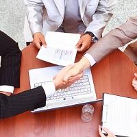 Полностью или частично: в каком размере указывать в трудовом договоре оклад совместителя, чтобы избежать споров?