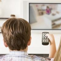Общую продолжительность рекламы в телепрограммах в течение часа предлагают увеличить