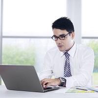 При работе директором в двух АО одновременно необходимо получать согласие того общества, в котором работник имеет постоянное место работы