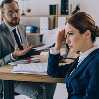 Суд: отнесение работника к категории руководителей не дает права заключать с ним срочный трудовой договор