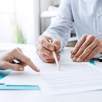 Суд признал правомерным заключение срочного трудового договора с директором по продажам как с руководителем