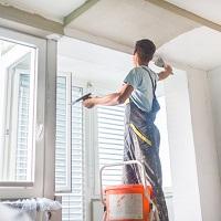 ВС РФ обязал управляющую компанию оштукатурить потолки в квартире – в рамках содержания МКД в надлежащем состоянии