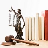Суд признал травму, полученную во время обеденного перерыва, страховым случаем