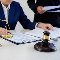 КС РФ запретил следствию искусственно изменять статус адвоката с защитника на свидетеля по тому же делу