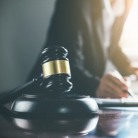 Суд: восстановление на работе требует возвращения всех условий трудового договора