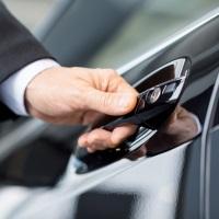 Заключение с работником соглашения на использование его личного автомобиля в служебных целях само по себе не означает осуществления им трудовой функции водителя